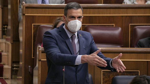 Pedro Sánchez contestando a Casado durante la sesión de control al Gobierno