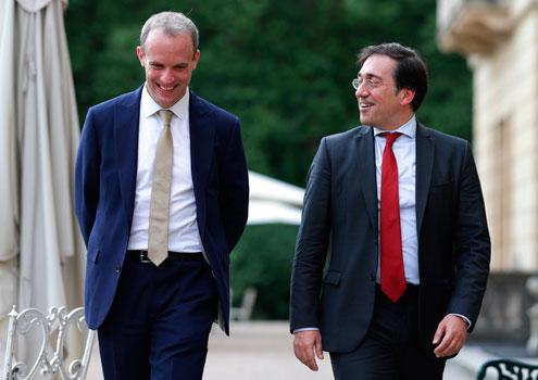 El ministro Albares se reúne con su homólogo británico