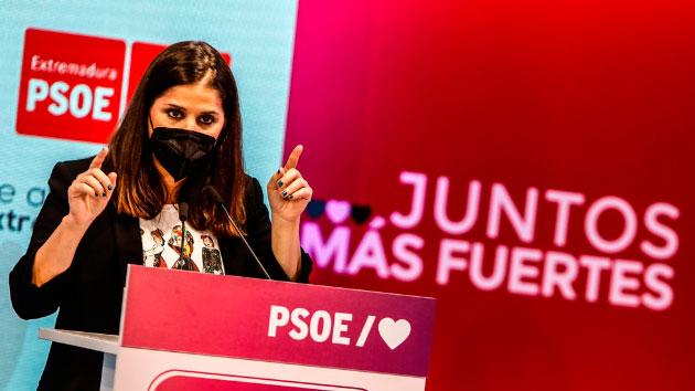 """Isabel Gil Rosiña, consejera de Igualdad en la Junta de Extremadura y ponente del capítulo """"Feminismo""""."""